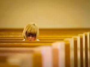 girl-church-pews_8615_990x742