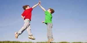 kids-high-fiving
